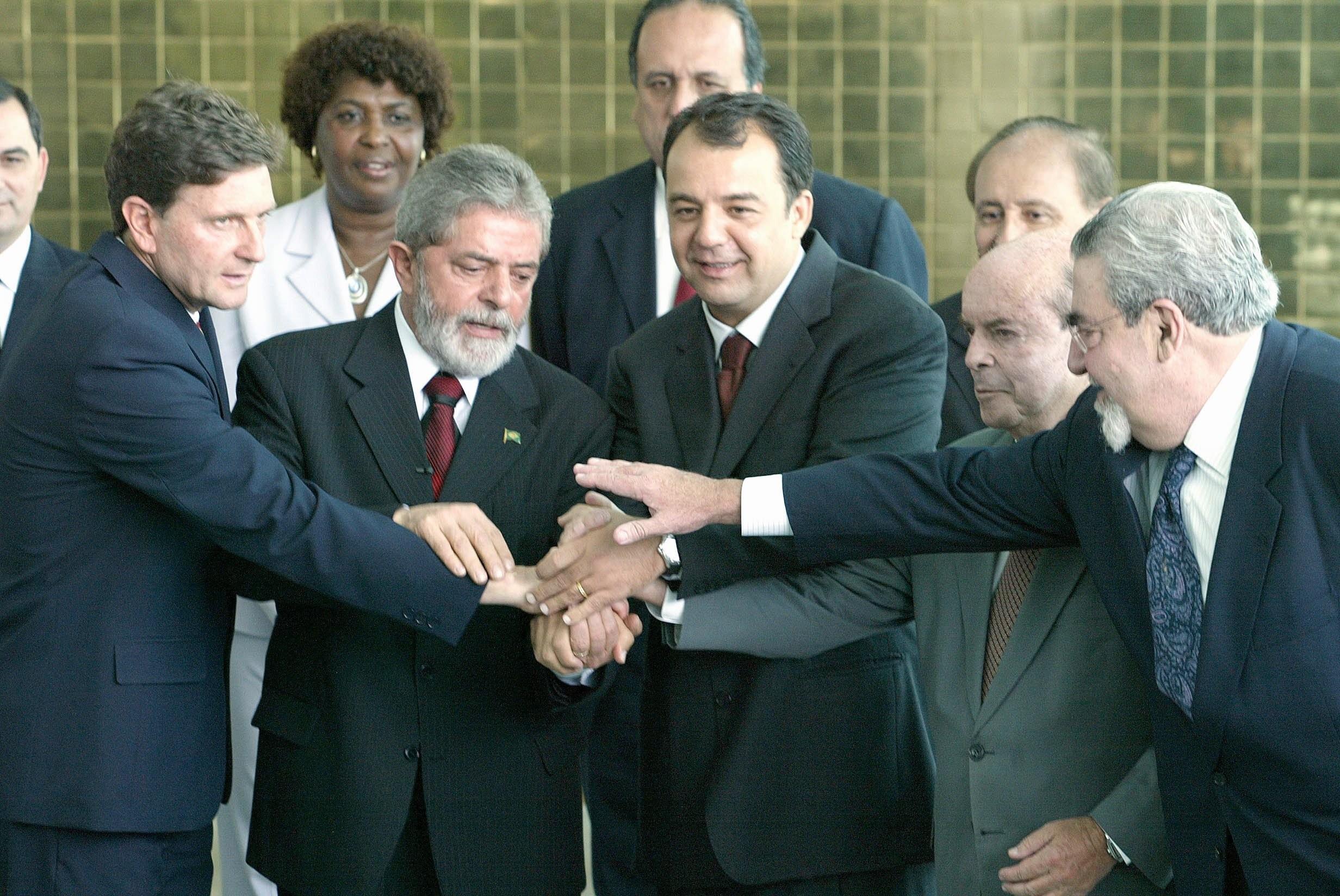 38240830_05102006_-_gustavo_miranda_-_pa_-_o_presidente_lula_recebe_em_solenidade_no_palacio_da_alvo
